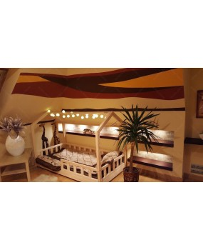 Łóżko domek z barierkami Bella w stylu skandynawskim