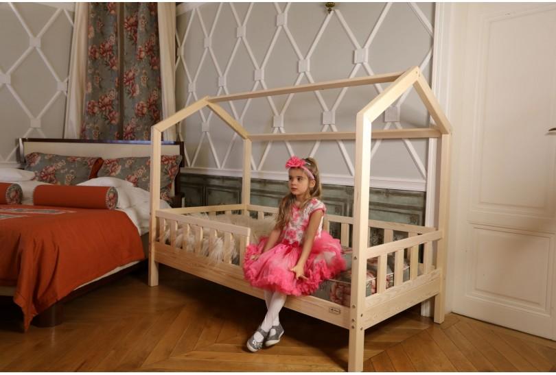 Hausbett im skandinavischen Stil für ein Mädchen